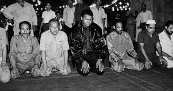 Muhammad-Ali-RA-Praying