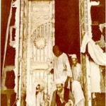 An old photograph of Ka'ba. Ordinary people used to have access to the inside of Ka'ba but now it is available to only Kings and highly connected government officials