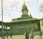 Mazar of Sheikh Hamza Makhdum (May Allah shower His blessings upon him) at Hari Parbat hill in Srinagar, Kashmir. Born in 1494 AD Sheikh Hamza studied under a well-known scholar of his time, Baba Ismail Qubravi, whose school stood at the foot of the Hari Parbat hill. Both Sheikh Hamza and Baba Daud Khaki were responsible for converting a large number of people to Islam and in setting up mosques in the Valley. Sheikh Hamza died in 1586.